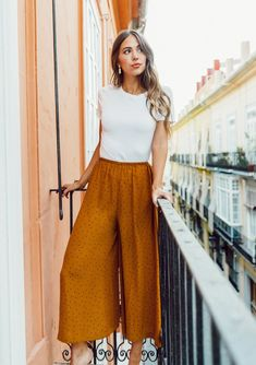 Super lightweight and flattering, looks great paired with the Imogen Cocoon Top! Wide leg Elastic waist Silken feel Polyester Model is wearing a size S. Mode Outfits, Chic Outfits, Trendy Outfits, Fashion Outfits, Cute Modest Outfits, Summer Work Outfits, Spring Outfits, Culottes Outfit Summer, Boho Work Outfit