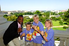 Sugar Ray Leonard showed some muscle while he meet with Members of Congress and got to know our JDRF 2009 Children's Congress Delegates!
