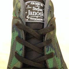 Janoski fan? Check dan de nieuwe #StefanJanoski mid black-black-iguana! #gobritain #streetwear #nikesb