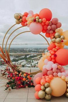 Fresh Ideas And Trends 2020 ★ wedding trends 2020 round shaped altar with flowers and balloons pampas grass simone_creative Wedding Balloon Decorations, Wedding Props, Wedding Balloons, Flower Centerpieces, Boho Wedding, Wedding Bride, Temple Wedding, Minimalist Wedding Reception, Wedding Bouquets