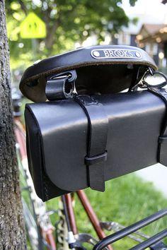 Cuir sac à outils vélo noir par JepsenLeatherGoods sur Etsy