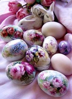 eggs decoupage Hand Painted Easter Eggs Ideas With Images - MagMent Egg Crafts, Easter Crafts, Easter Decor, Easter Egg Designs, Diy Ostern, Easter Parade, Egg Art, Egg Decorating, Vintage Easter