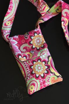 FREE pattern for a little bag that doesn't get in the way and isn't too heavy, but can still hold more than a pocket.
