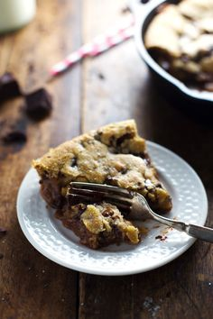this looks insanely amazing  Deep Dish Chocolate Chip Cookie with Caramel and Sea Salt - Pinch of Yum