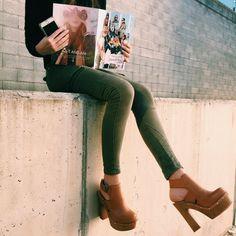 Apúntate a la moda de los 70's con los #zuecos Vienty.