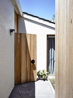 ideas side front door entrance exterior paint for 2019 Timber Front Door, Front Door Entrance, Grand Entrance, Front Doors, Timber Gates, Ibiza, Brick Architecture, Residential Architecture, Exterior Cladding