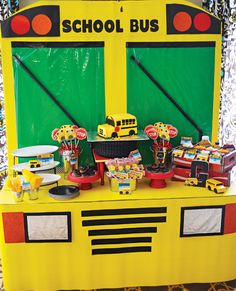 nice I MUST have a back to school/end of summer party! DIY school bus dessert table (super cute for back to school) CONTINUE READING Shared by: School Bus Party, Back To School Party, Magic School Bus, School Parties, Summer School, 2 Birthday, Birthday Board, 3rd Birthday Parties, School Decorations