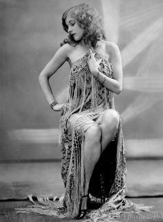 Vintage burlesque beauty,  Lina Frost by De Mirjian Studios NYC c.1927