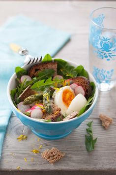 Salade printaniere oeuf mollet asperges et radis