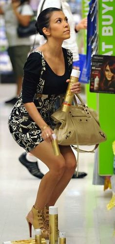 October 20 2010 Kourtney Kardashian And Her Assistant Are Spotted