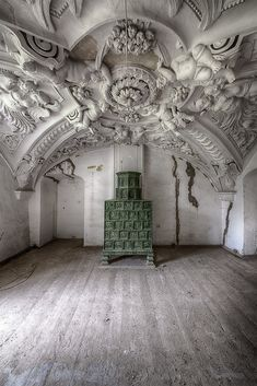 Urbex Schloss Barock - Travel tips - Travel tour - travel ideas Old Abandoned Buildings, Abandoned Castles, Abandoned Mansions, Old Buildings, Abandoned Places, Beautiful Architecture, Art And Architecture, Architecture Details, Beautiful Homes