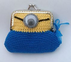 monedero minion a crochet