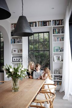 Home Interior Blue built-in bookshelves framing window.Home Interior Blue built-in bookshelves framing window Room Inspiration, Interior Inspiration, Kitchen Inspiration, Design Inspiration, Sweet Home, Living Comedor, Dining Room Design, Design Kitchen, Minimalist Home