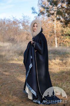 "Hooded Woolen Cloak ""Lost Princess"""