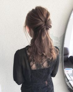 いいね!1,511件、コメント3件 ― Kyohei Konishiさん(@kyohei_konishi)のInstagramアカウント: 「シンプルなハーフアップアレンジも少し巻いただけで可愛くオシャレに見えます✨ ・ #表参道#原宿#青山#前髪#ファッション#撮影#サロモ#お洒落#美容師#おフェロ#fashion…」 Plaits Hairstyles, Bride Hairstyles, Medium Hair Styles, Short Hair Styles, Hair Arrange, Japanese Hairstyle, Creative Hairstyles, Bridesmaid Hair, Beauty Routines