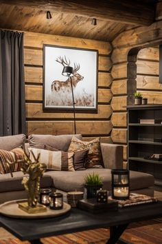 Ideas for Decorating a Family Room with Rustic Cabin Style Log Cabin Living, Log Cabin Homes, Lodge Style, Cabin Interiors, Cozy Cabin, House In The Woods, Cabana, House Design, Home Decor