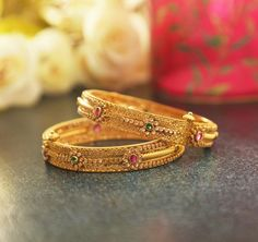 Manubhai Jewellers offers a wide selection of gold & diamond earrings, necklaces, rings, & bangles. Visit our store in Borivali to check out the latest jewellery designs. Kids Gold Jewellery, Real Gold Jewelry, Indian Jewelry Sets, Gold Wedding Jewelry, Gold Jewellery Design, Handmade Jewellery, Indian Bangles, Jewellery Boxes, India Jewelry