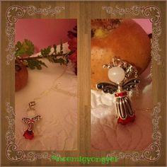 A piros szoknyás angyalka már meg is találta, hogy kire vigyázzon.💞😊💞