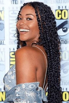 Passion twists hairstyles are hot right now and we have found STUNNING photos to share with you. You will feel inspired after seeing these women slay. Natural Hairstyles For Kids, Braided Hairstyles For Black Women, Natural Hair Tips, Natural Hair Styles, Little Girl Twist Hairstyles Black, Box Braids Hairstyles, Lob Hairstyle, Girl Hairstyles, French Twist Braids