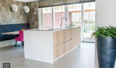 Strakke keuken met eiken / houten fronten | Quooker | Bora