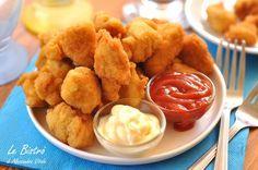 Semplici e croccanti sono i Nuggets di pollo fatti in casa. Provate la ricetta e vedrete che farete concorrenza al migliore dei fast food.