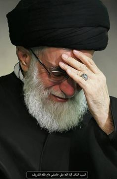 اية الله السيد علي خامنئي Imam Hussain Karbala, Love In Islam, Shia Islam, Islamic Pictures, Iran, Portrait, Ya Ali, Real Hero, Night Vision