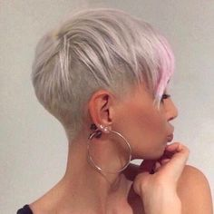 visit for more 85 New Best Pixie Cut Ideas for 2019 Love this Hair The post 85 New Best Pixie Cut Ideas for 2019 Love this Hair appeared first on kurzhaarfrisuren. Funky Short Hair, Short Hair Cuts, Short Hair Styles, Ombré Hair, Hair Dos, Cheveux Courts Funky, Blonde Pixie Cuts, Sassy Hair, Haircut And Color