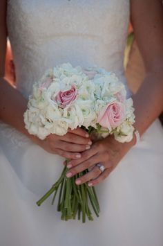 Pink roses, white ranunculus and white hydrangeas bouquet -House of Hydrangeas #bouquet #hydrangeas