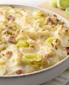 Macaroni with leek, cheese and ham - Oven Dishes, Tasty Dishes, Pasta Recipes, Cooking Recipes, Healthy Recipes, Belgian Food, Food Porn, Good Food, Yummy Food