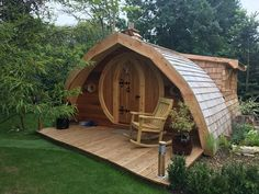 Bunkhouse Plans 566257353146029993 - Ah, starter cabin. Tiny House Cabin, Tiny House Living, Tiny House Plans, Tiny House Design, Arch House, Dome House, Arched Cabin, Breakfast Pictures, Camping Pod
