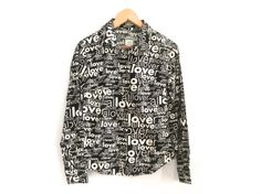 Vintage Moschino Jeans allover lover print top by VintagestarParis #moschino #vintagemoschino #alloverprint #loverprint #monochrome #moschinojeans