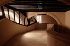 Galería de exposiciones en planta baja. Centro Cultural Casal Balaguer por Flores & Prats + Duch-Pizá. Fotografía © Adrià Goula.