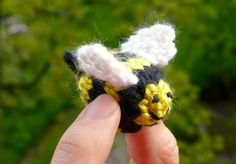 Knit a Bee: Free Knitting Pattern inspired by a Lazy Spring Weekend | Yarn Birdy