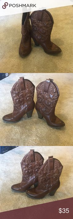 Cowboy boots Size 7, These slightly heeled cowboy boots are perfect for concerts or college football games! They are super cute and comfy Shoes Ankle Boots & Booties