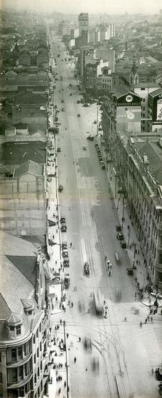 Avenida São João, vista geral tomada do Edifício Martinelli - obras de alargamento e pavimentação  Autoria Desconhecida Ano 1930