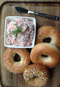 Easy 4-ingredient smoked salmon spread