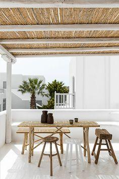 moderne terrasse mit einem dach aus bambus - super möbel