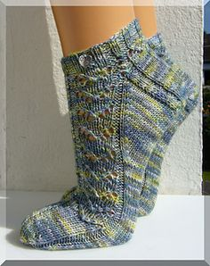 "Free crochet pattern house socks ""Dragon heart"" (socks) 5 pairs of Tchibotchibo socks Knit Leaf Pattern You Could Learn Easily Knitting Socks, Hand Knitting, Knitting Patterns, Crochet Patterns, Knit Socks, Crochet Beanie, Knit Or Crochet, Free Crochet, Dragon Heart"