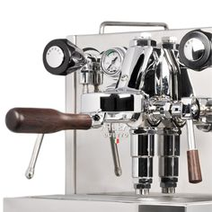 The Alex Duetto 3.0 is a totally PID controlled, dual-boiler espresso machine.