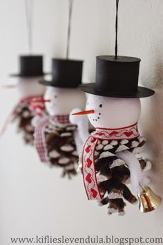 Could give them different looks-these look Spanish somehow- Popsicle Stick Christmas Crafts, Christmas Crafts For Kids, Homemade Christmas, Christmas Projects, Simple Christmas, Holiday Crafts, Christmas Decorations, Christmas Ornaments, Snowman Ornaments