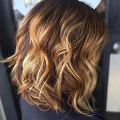 Curly Long Bob Hairstyle with Golden Highlights Mais