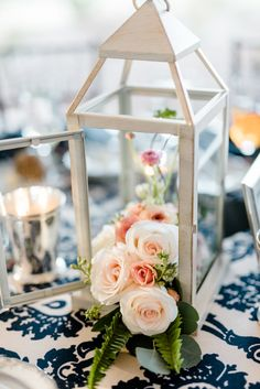 Blush and navy blue wedding centerpiece at The Bradford. Coordination A Southern Soiree. Photo by Caroline Lima Photography