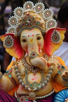 Make this Ganesha Chathurthi 2020 special with rituals and ceremonies. Lord Ganesha is a powerful god that removes Hurdles, grants Wealth, Knowledge & Wisdom. Jai Ganesh, Ganesh Lord, Ganesh Idol, Shree Ganesh, Ganesha Art, Ganesha Drawing, Lord Krishna, Lord Shiva, Happy Ganesh Chaturthi Images