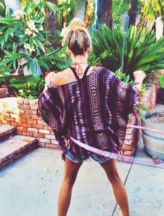 Poncho top, denim cut-offs and hot, tanned legs. Yes!