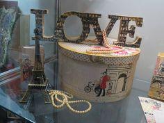 Veja que lindo estes projetos feitos com a Coleção de Papéis Paris Fashion by Flavia Terzi.  Estão de arrasar!!! Inspire-se e faça o seu. http://www.artefortescrap.com.br/loja/products.php?product=Kit-Cole%E7%E3o-Paris-Fashion