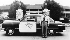 Texas Highway Patrol license plates and police car images collection and general information Cop Uniform, Police Uniforms, Radios, Texas State Trooper, 4x4, Old Police Cars, Texas Department, Emergency Vehicles, Police Vehicles