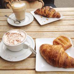 Twitter / @Kaukokokki: Buongiorno #Milano! Having a nice cup of coffee with @greenwooddavis
