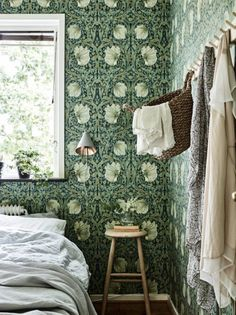decor royal blue decor design ideas decor zimbabwe decor grey bedroom with decor decor trends to boho bedroom decor decor 101 Bold Wallpaper, Wallpaper Bedroom Vintage, Cottage Wallpaper, Interior Wallpaper, Home Interior, Interior Design, Morris Wallpapers, William Morris Wallpaper, Boho Bedroom Decor