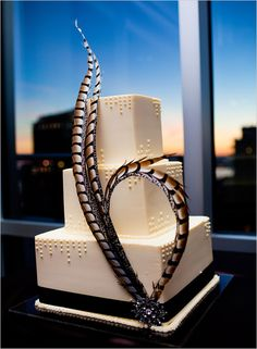 Old Hollywood Glamor Weddings: Simply stunning Art Deco style feather wedding cake - perfect in its elegance and simplicity. Art Deco Cake, Cake Art, Pretty Cakes, Beautiful Cakes, Amazing Cakes, Pastel Art Deco, Wedding Cake Decorations, Wedding Cakes, Feather Decorations