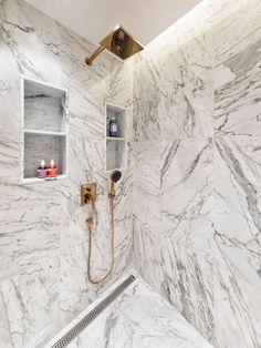 Click to discover Hausmann's interiors. #hausmann #luxuryinteriors #classicdesign #modern #elegant #interiordesign #interiordesigner #homedesign #homeinspo #luxurydesign Wall Lights, Castle, Bathtub, Lighting, Home Decor, Standing Bath, Appliques, Bath Tub, Decoration Home